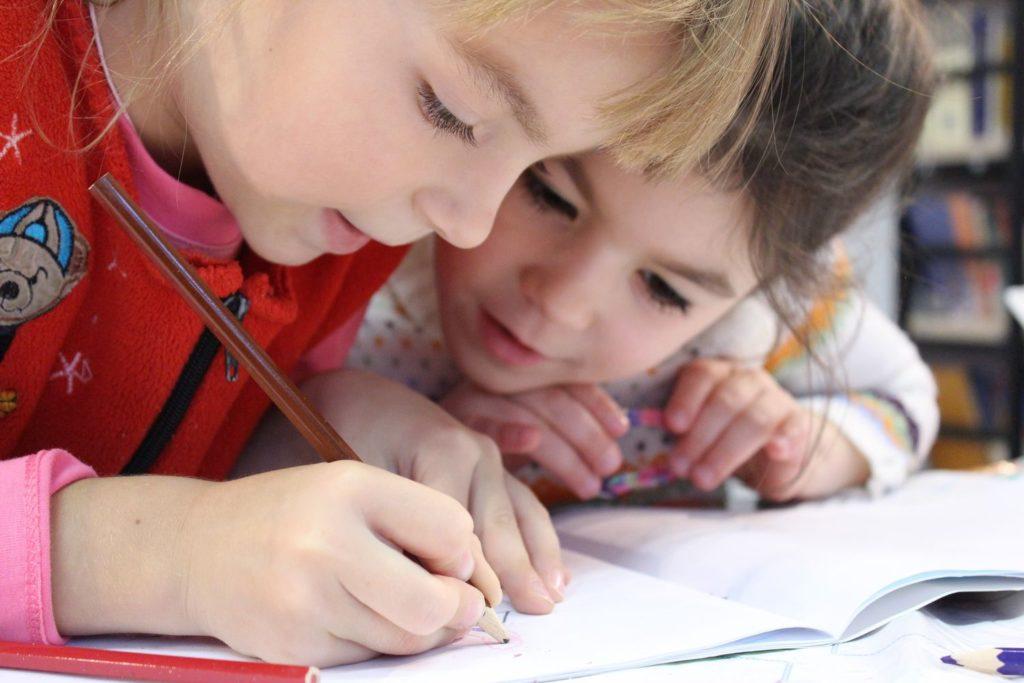 Jak ćwiczyć koncentrację u dzieci? – 3 domowe sposoby