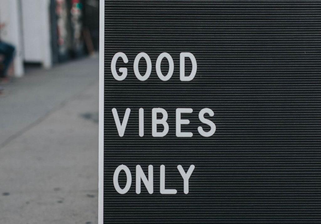Nie martw się, myśl pozytywnie – czyli o ciemnej stronie pozytywnego myślenia