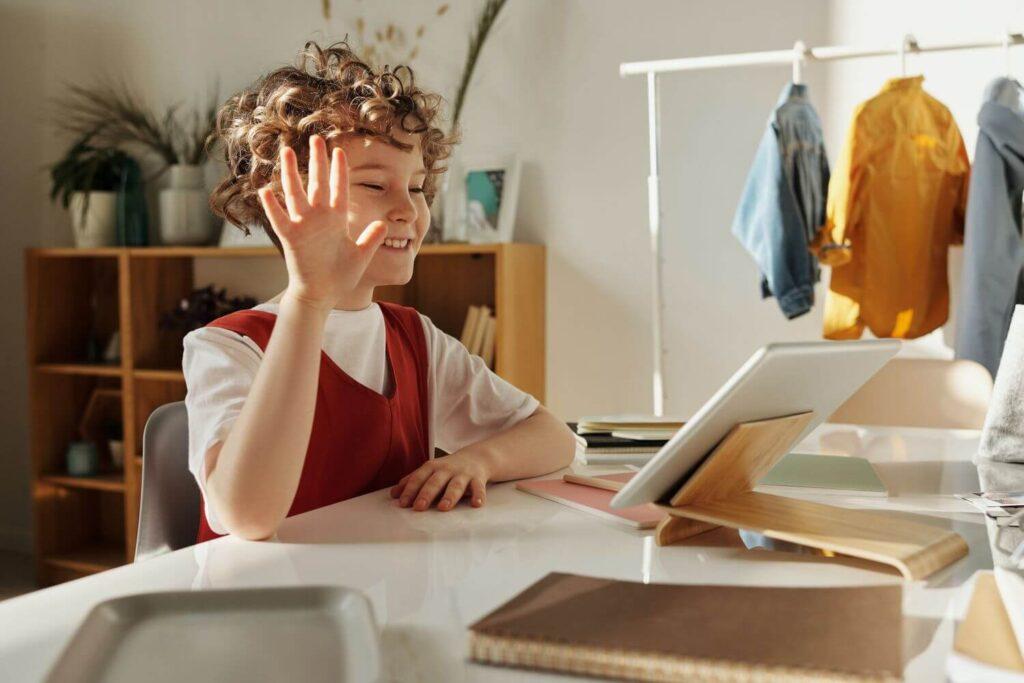 jak motywować dziecko do nauki podczas lekcji online, nauczanie zdalne, lekcje online